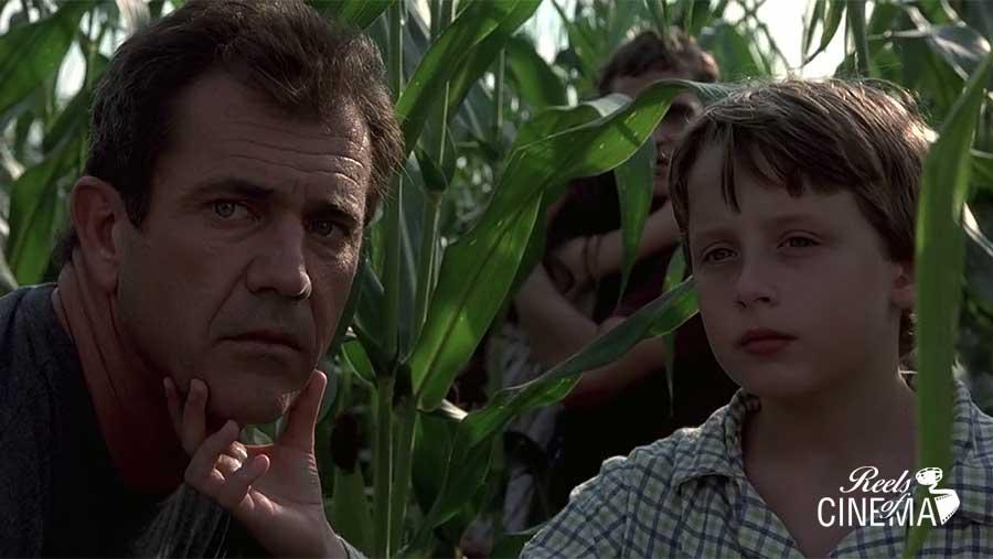 Graham (Mel Gibson) y Morgan (Rory Culkin) en Señales